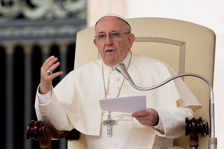Paven advarer mot en 'hatets spiral' i sosiale medier